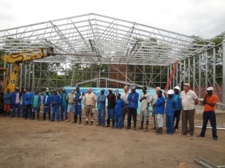 Hangar with trusses