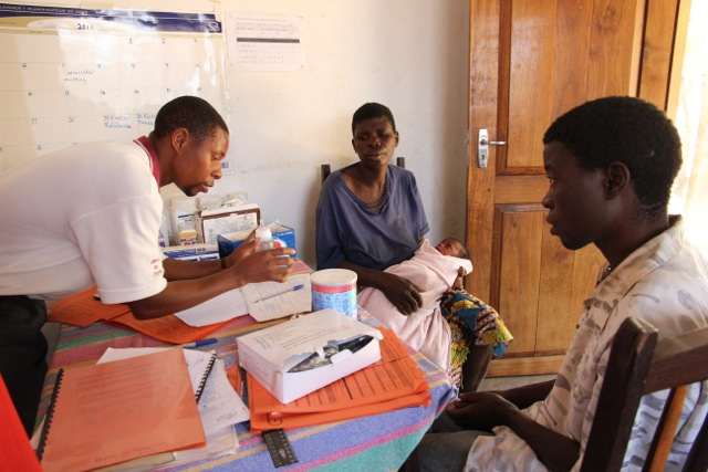 Health worker teaches formula preparation